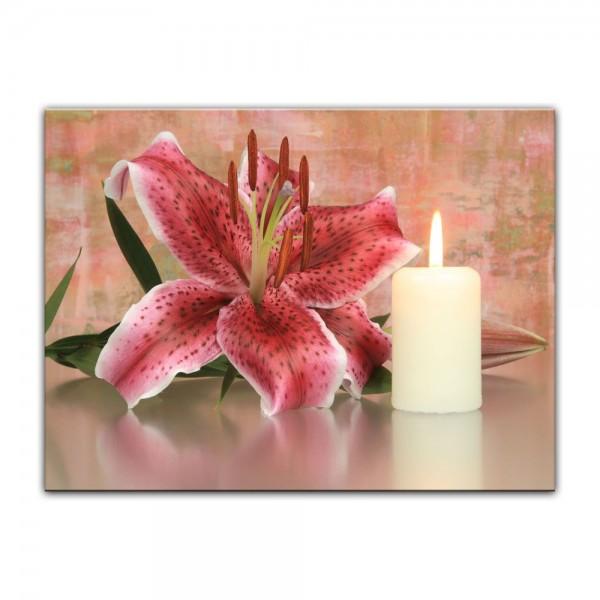 Leinwandbild - Lilienblüte mit Kerze
