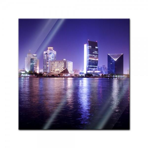 Glasbild - Nachtaufnahme von Dubai, Vereinigte Arabische Emirate