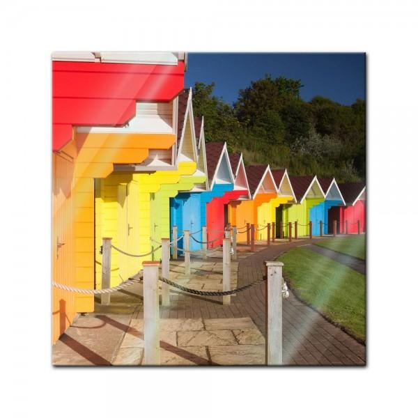 Glasbild - Bunte Strandhütten in Grossbritannien