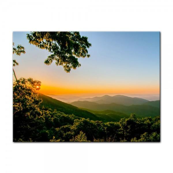 Leinwandbild - Blauer Bergrücken am frühen Morgen