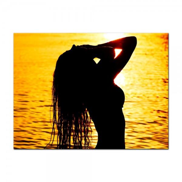 Leinwandbild - Frau im Ozean