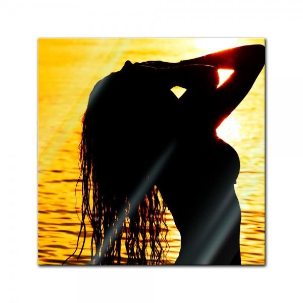 Glasbild - Frau im Ozean