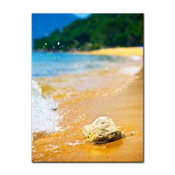 Leinwandbild - Tropischer Strand mit Stein