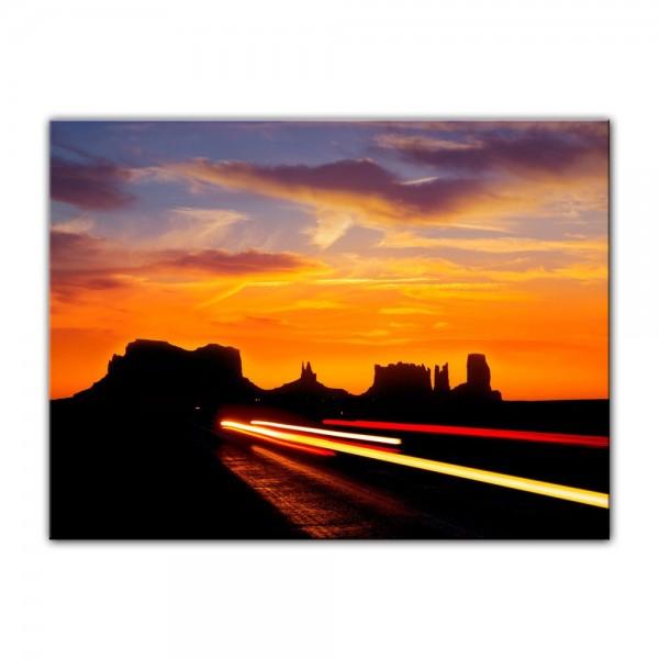 Leinwandbild - Sonnenuntergang über dem US Highway 163 - Monument Valley