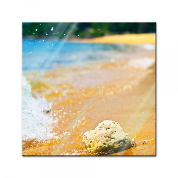 Glasbild - Tropischer Strand mit Stein