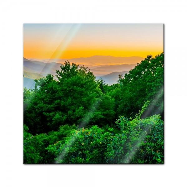 Glasbild - Blauer Bergrücken am frühen Morgen II