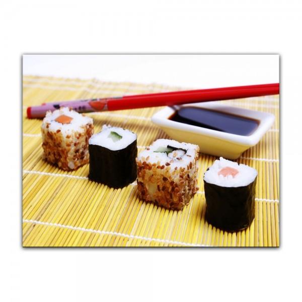 Leinwandbild - Sushi mit Stäbchen und Sojasoße