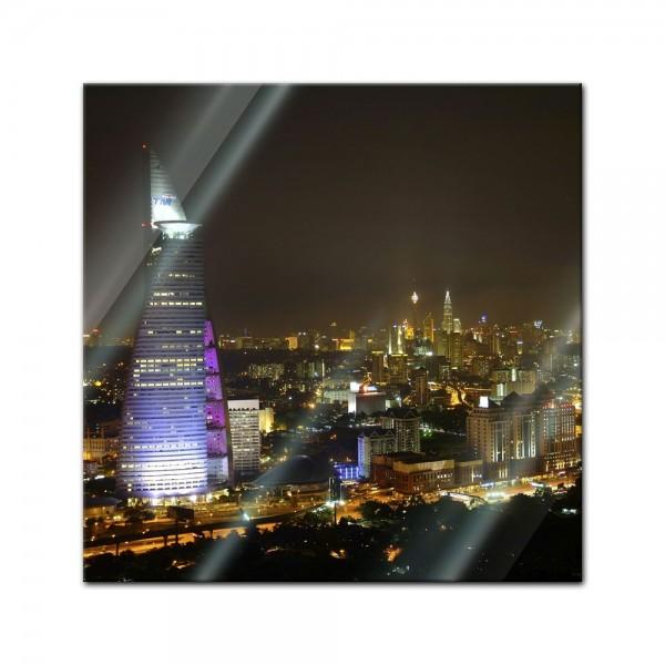 Glasbild - Nachtaufnahme von Kuala Lumpur